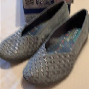 Sketchers relaxed fit gray shoes size 8 1/2